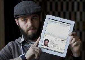 Перед путешествием отсканируйте или сфотографируйте все важные документы. В случае кражи или потери у вас будут копии паспорта, удостоверения личности, информации о рейсе, которые можно легко найти в смартфоне или планшете